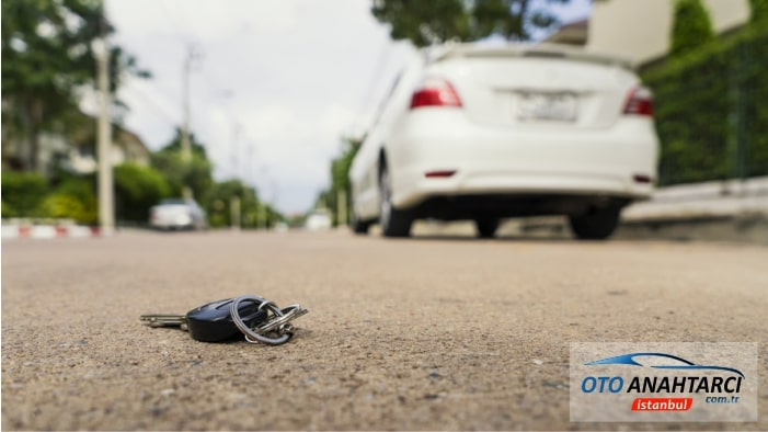 kaybolan araba anahtarı dışarda
